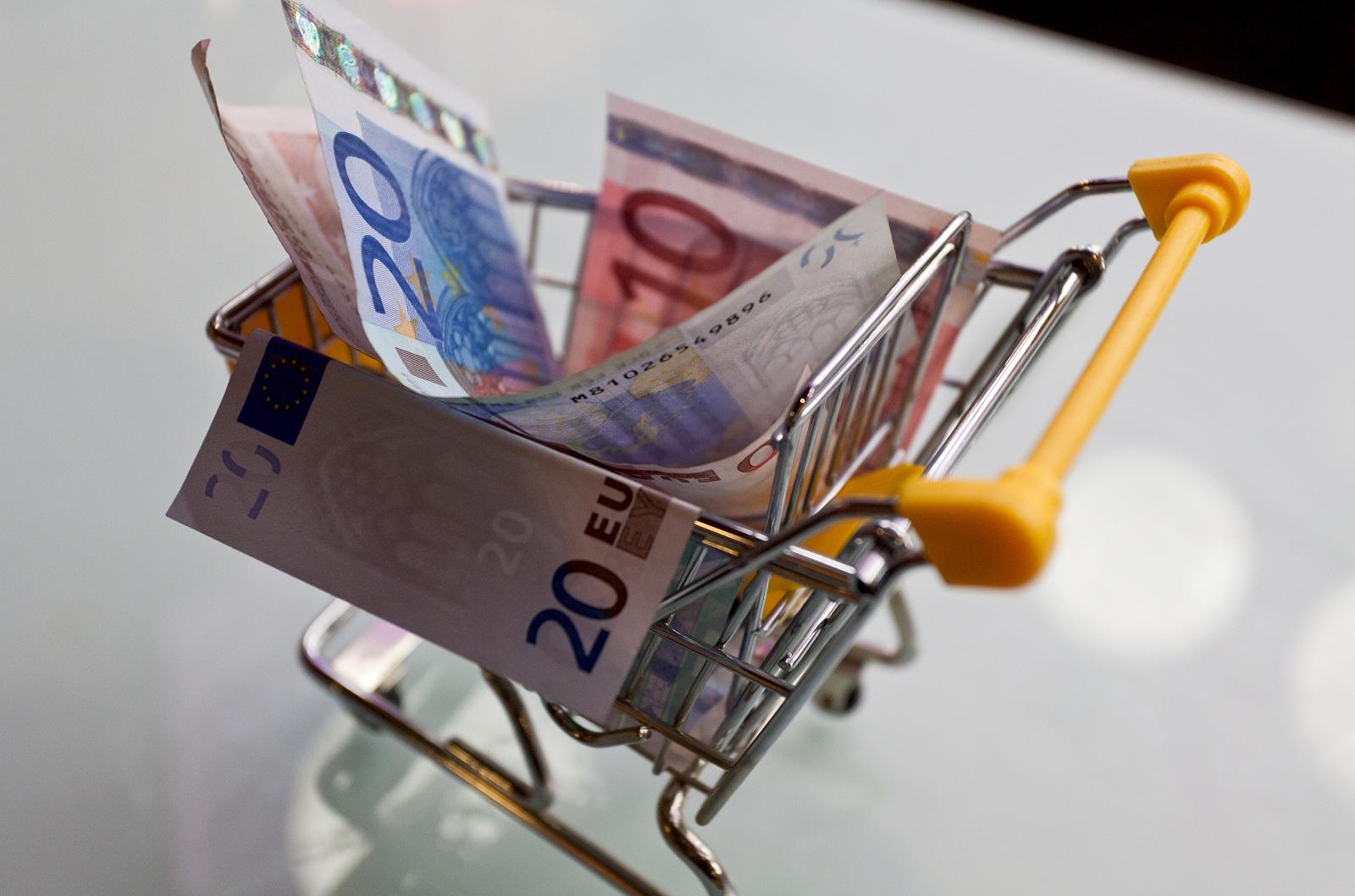 4 Cara Tukar Uang Saat Liburan di Luar Negeri