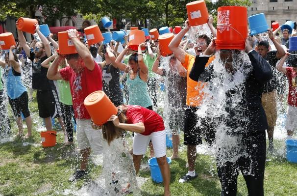 Ice Bucket Challenge: Kumpulkan Jutaan Dollar Lewat Seember Es