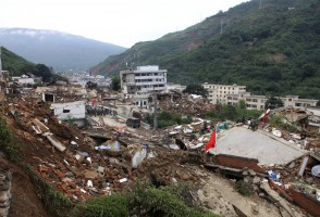 A view shows rescuers searching for survivors among debris of collapsed buildings after an earthquake hit Ludian county, Yunnan province August 4, 2014. A magnitude 6.5 earthquake struck southwestern China on Sunday, killing at least 398 people in a remote area of Yunnan province, and causing thousands of buildings, including a school, to collapse, Xinhua News Agency reported. REUTERS/China Daily (CHINA - Tags: DISASTER ENVIRONMENT) CHINA OUT. NO COMMERCIAL OR EDITORIAL SALES IN CHINA - RTR415MV