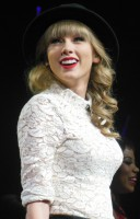 Taylor_Swift_Red_Tour_2,_2013