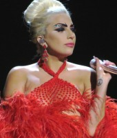 Tony_Bennett_&_Lady_GaGa,_Cheek_to_Cheek_Tour_06_edited