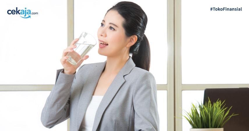 Penting, Ini Dia 3 Khasiat  Air Putih Saat Bekerja di Kantor