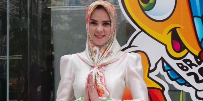 Busana Muslim Hits Milik Artis