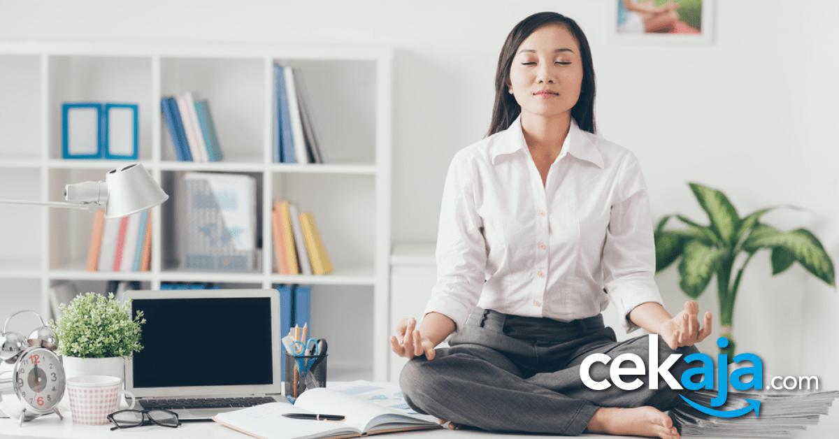 Mau Sehat Tapi Sibuk? Lakukan 4 Gerakan Yoga Ini Selama 15 Menit di Kantor