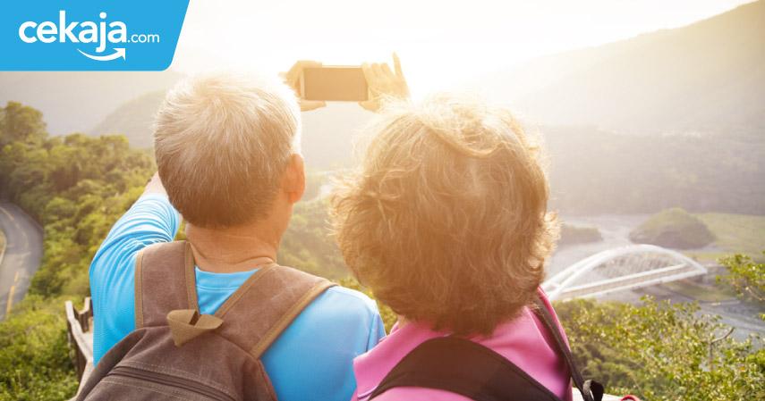 Meski Sudah Jadi Kakek-Nenek, Orang-orang Ini Semangat Travelling Keliling Dunia