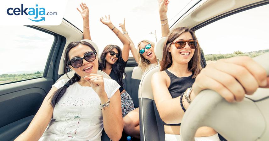 wanita pengendara_kredit mobil - CekAja.com