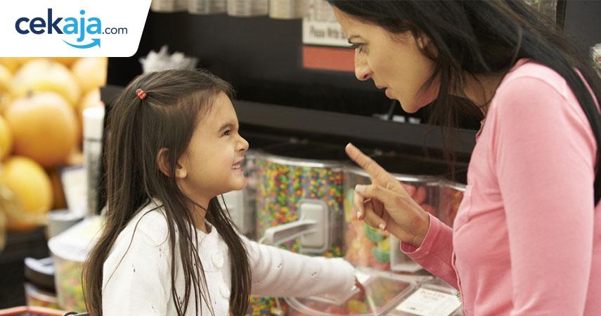Kenapa Saat Belanja di Supermarket Sebaiknya Jangan Sering Bawa Anak?