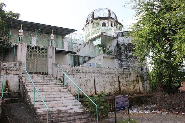 Wisata Religi di Masjid Terbesar dan Terkecil di Dunia
