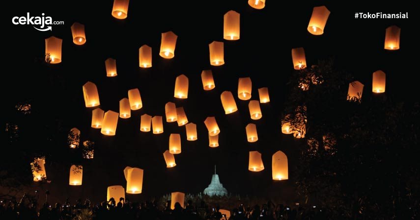 Menikmati Kedamaian Waisak di Candi Borobudur