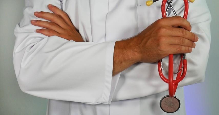 Petugas medis - Profesi di Indonesia yang Jarang Mudik Lebaran