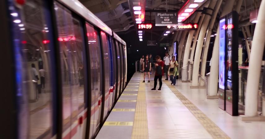 Fasilitas lengkap - Uji Coba Publik LRT Jakarta