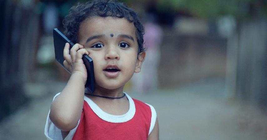 Sempatkan menghubungi anak di siang hari - Working Mom Harus Tau, Begini Cara Agar Tetap Bisa Terus Quality Time dengan Anak.jpg