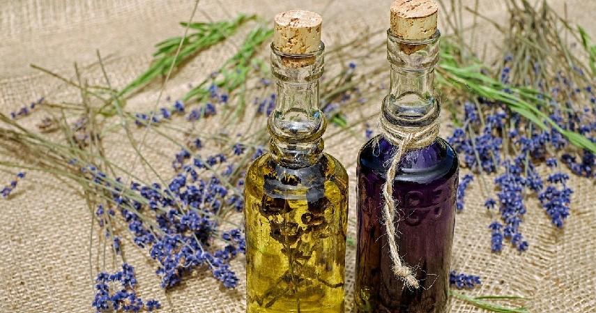 Baby Oil - Trik Kosmetik Untuk Rumah Tetap Cantik!