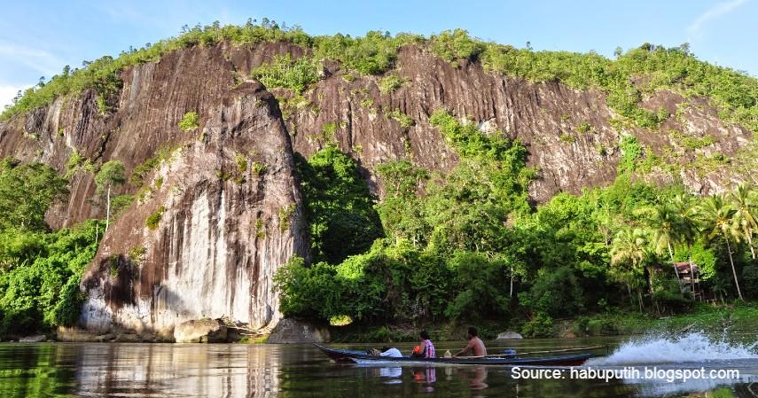 Batu Suli - Menjelajah 8 Objek Wisata di Daerah Calon Ibu Kota Baru Indonesia