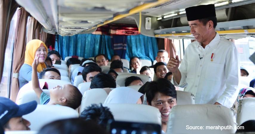Jokowi Pernah Jadi Penumpang Setia Metromini - Video Metromini Hadang TransJakarta Viral_ Ini Fakta-fakta si Bus Merah