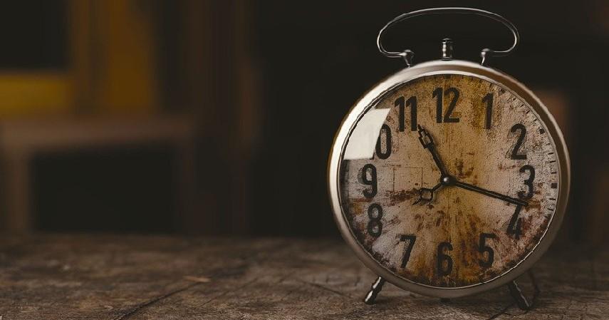 Memilih waktu yang tidak tepat - Mempersiapkan Dana Pendidikan_ Ini 6 Kesalahan yang Sering Dilakukan!