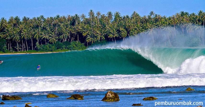Pantai Lagundri Nias - tempat berselancar di Indonesia