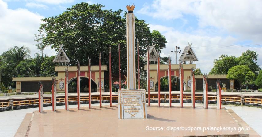 Tugu Soekarno - Menjelajah 8 Objek Wisata di Daerah Calon Ibu Kota Baru Indonesia