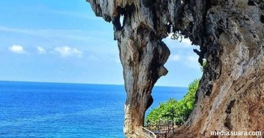 Wisata gua - pulau gili iyang