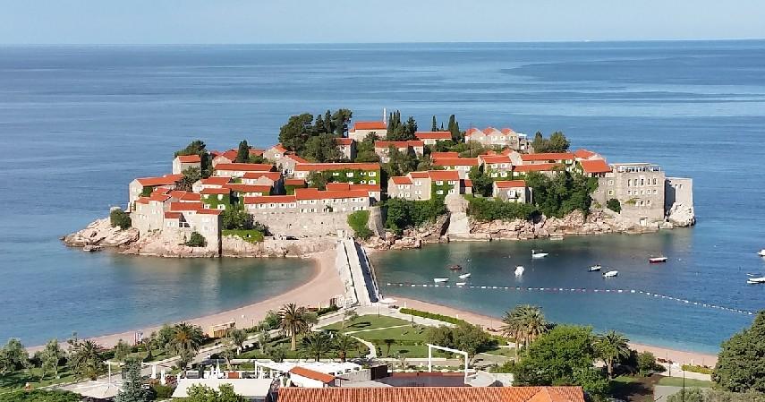 Sveti Stefan, Montenegro - Siap-Siap Masukin Bucketlist! Ini 7 Destinasi Liburan Nikita Willy yang Anti-Mainstream.jpg
