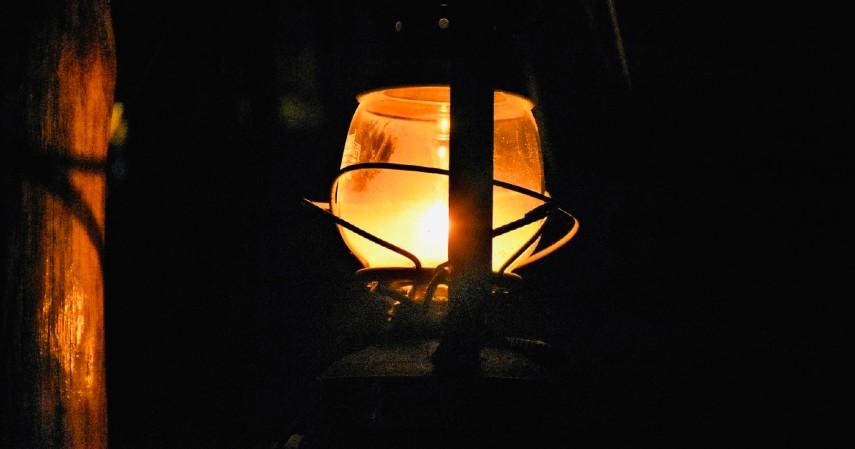 Lilin atau lampu petromak - Enam Barang yang Laris Manis Dijual Saat Listrik Padam
