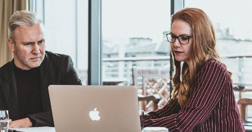 Penyedia sarana komunikasi - Teknologi dalam Bisnis_ Cek 5 Keuntungan Penggunaannya!