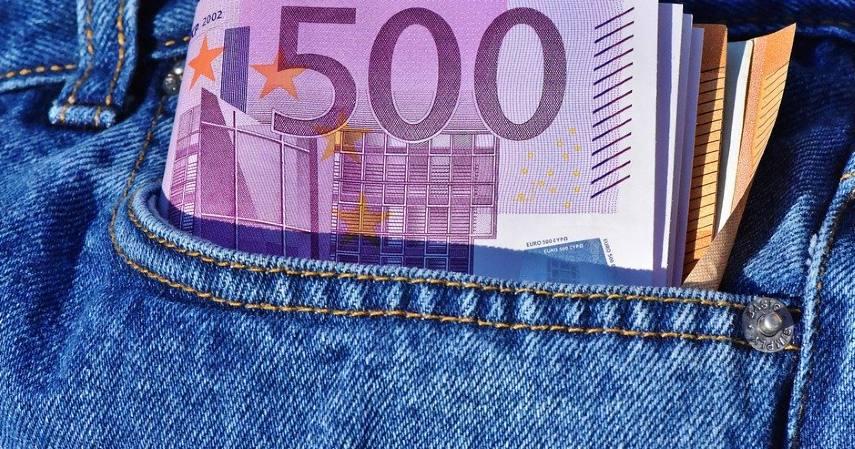 Tak harus bawa uang tunai banyak-banyak - Keunggulan dan Kelemahan cashless