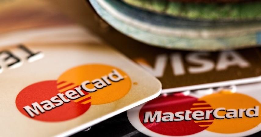 Beda perusahaan - Kartu Kredit Visa atau MasterCard Mana yang Lebih Menguntungkan