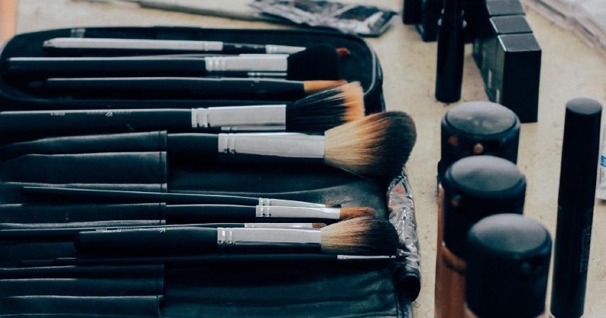Make up - Hobi Menghasilkan Uang Apa Aja Cek Daftarnya