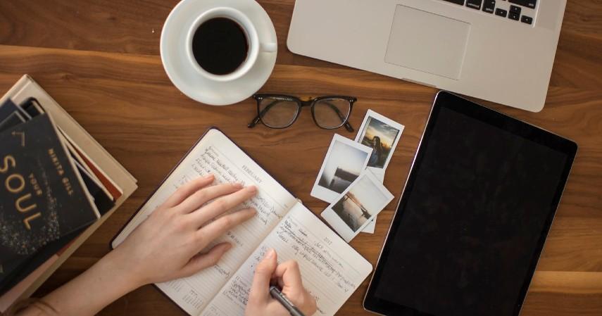 Penulis - Duduk Manis di Rumah Tapi Menghasilkan Uang Coba Yuk