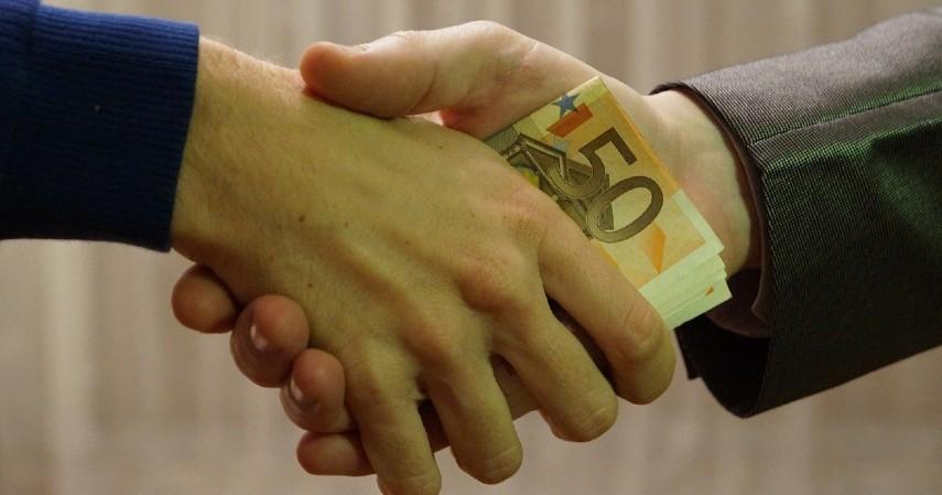 Prioritaskan kewajiban melunasi utang - Tips Mengelola Keuangan Bagi Fresh Graduate, Kuy Simak!.jpg