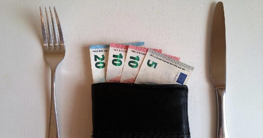 Perhatikan anggaran untuk makanan - Tips Mengelola Keuangan Bagi Fresh Graduate, Kuy Simak!.jpg