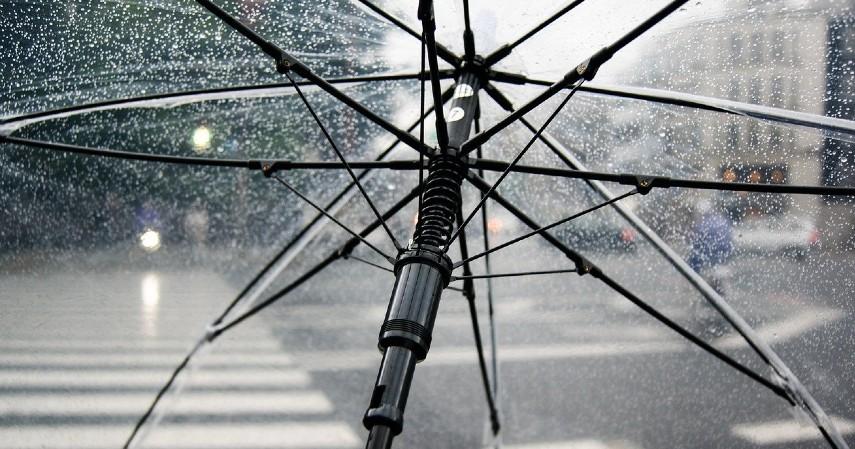Perlengkapan musim hujan - Peluang Usaha Musim Hujan, dari Kuliner Sampai Laundry.jpg