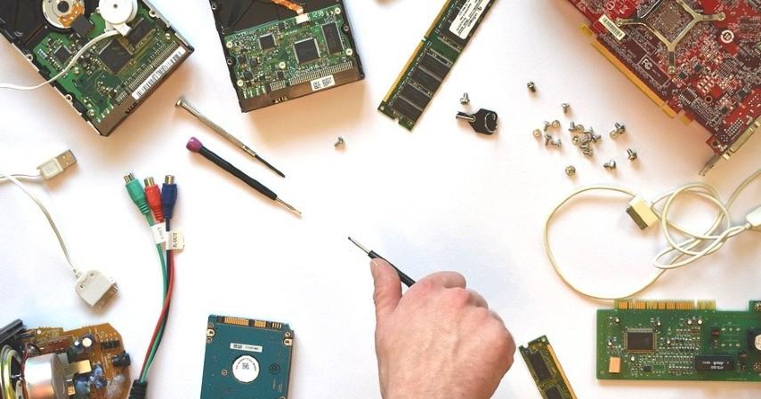 Bisnis Servis Laptop Komputer - Bisnis Menguntungkan untuk Mahasiswa Bermodal Kecil
