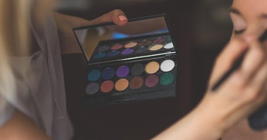 Bisnis jasa makeup artist - Bisnis Menguntungkan untuk Mahasiswa Bermodal Kecil