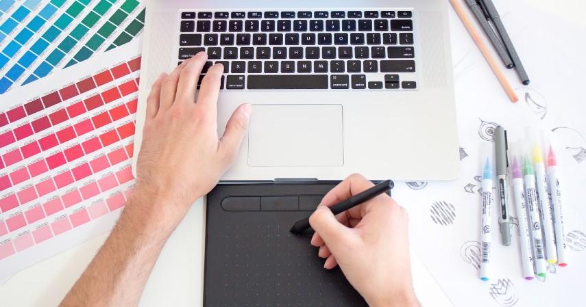 Desainer grafis - Prospek Pekerjaan Jurusan Teknik Informatika Beserta Gajinya