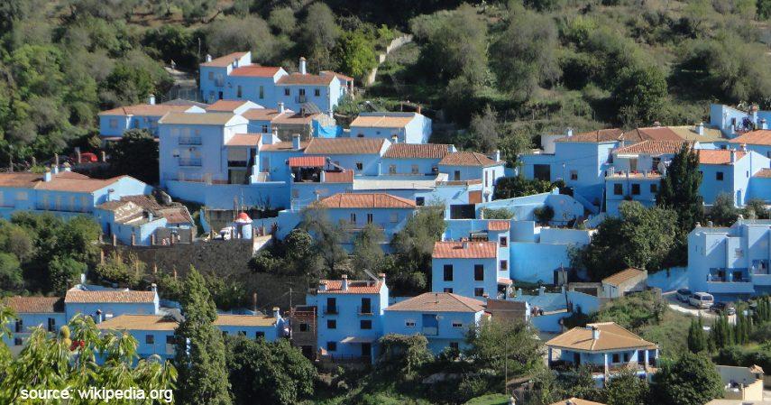 Juzcar spanyol - Lupakan Desa Hantu dan Desa Penari Ini Deretan Desa Terindah di Dunia
