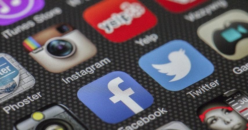Manfaatkan media sosial - Jurus Jitu Hasilkan Uang dari Bisnis Jastip!