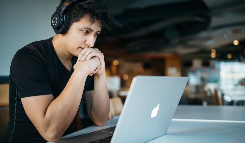 Mengajar online - Jalan Jalan Sambil Hasilkan Uang Yuk