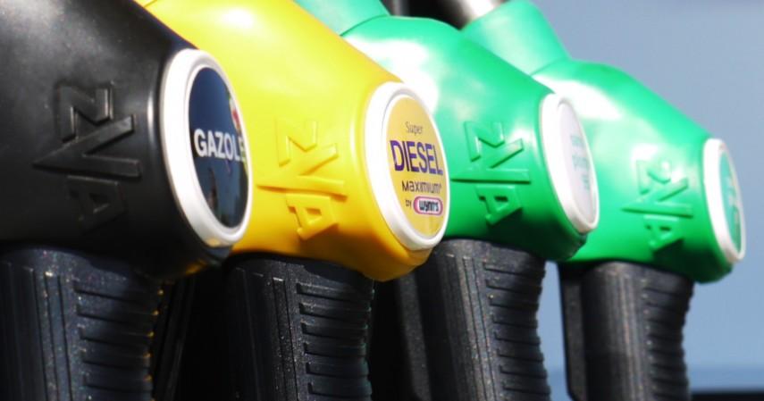 Menggunakan BBM dengan Oktan yang Tinggi - 6 Cara Menghemat BBM Agar Tak Boros Bahan Bakar dan Uang
