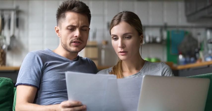 Menghabiskan limit kartu kredit untuk belanja
