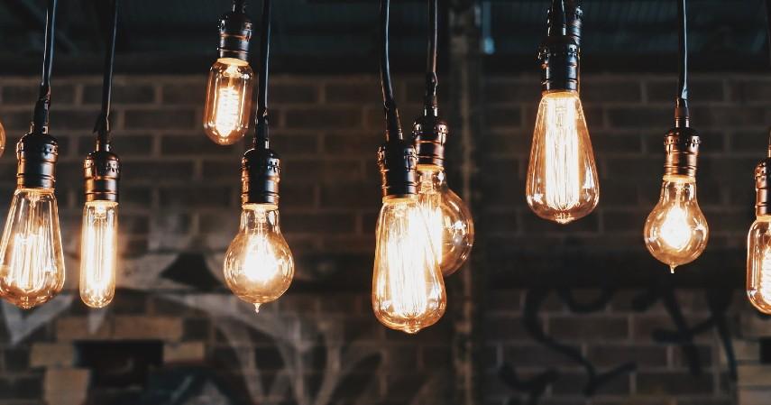 Menyalakan Lampu Seperlunya - Cara Menghemat Listrik Paling Efektif Agar Tagihan Tidak Membengkak