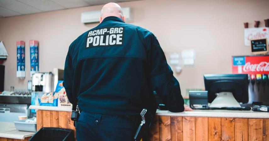 Pegawai Kepolisian - Pekerjaan Jurusan Ilmu Kriminologi Terlengkap di Berbagai Lembaga