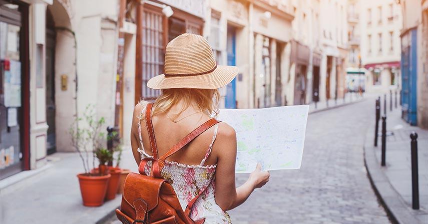 Pemandu wisata - Pekerjaan Jurusan Vokasi yang Paling Dibutuhkan di Industri