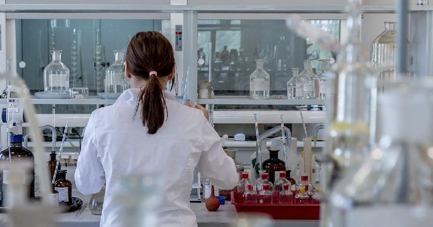 Peneliti - 8 Pilihan Pekerjaan Jurusan Ilmu Farmasi Selain Jadi Apoteker