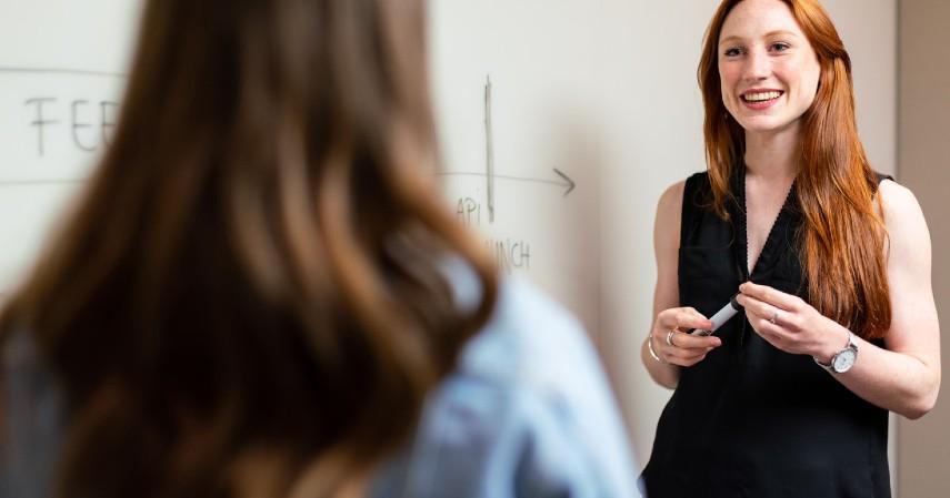 Pengajar - Peluang Kerja Menjanjikan Buat Lulusan Sastra Inggris Kepoin Yuk