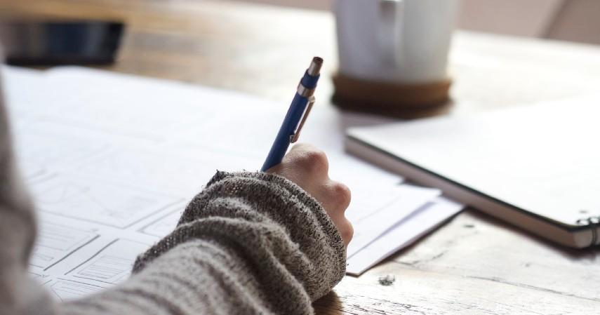 Penulis - Peluang Kerja Menjanjikan Buat Lulusan Sastra Inggris Kepoin Yuk