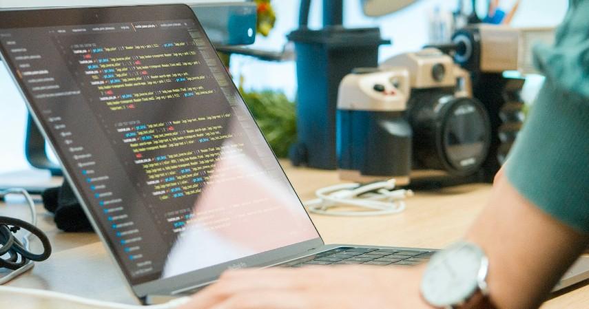 Programmer - Prospek Pekerjaan Jurusan Teknik Informatika Beserta Gajinya