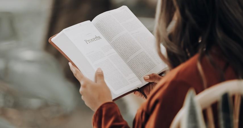 Sering membaca - Ritual Harian yang Bisa Kamu Contek dari Orang orang Sukses Biar Nular