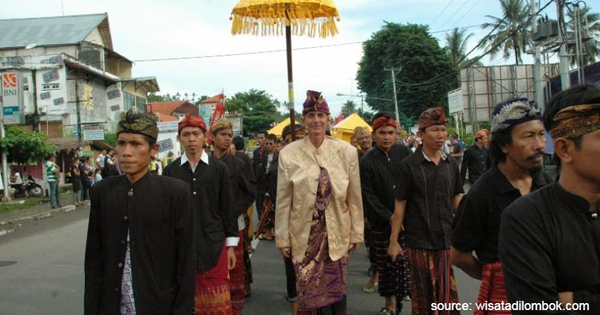 Baju Adat Suku Sasak - Nusa Tenggara Barat - 34 Pakaian Adat dari Berbagai Provinsi Terlengkap
